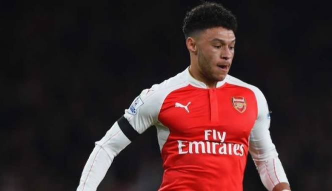 Winger Arsenal Kencani Penyanyi Cantik Usai Derby London
