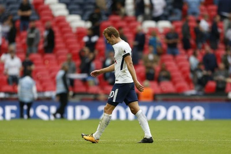 Tottenham Hotspur's English striker Harry Kane walks off after the final whistle during the English Premier League football match between Tottenham Hotspur and Chelsea at Wembley Stadium in London, on August 20, 2017. / AFP PHOTO / IKIMAGES AND AFP PHOTO / Ian KINGTON / RESTRICTED TO EDITORIAL USE. No use with unauthorized audio, video, data, fixture lists, club/league logos or 'live' services. Online in-match use limited to 45 images, no video emulation. No use in betting, games or single club/league/player publications.