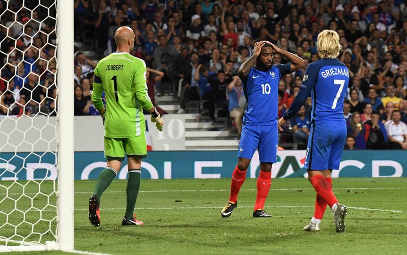 Soccer Football - 2018 World Cup Qualifications - Europe - France vs Luxembourg - Toulouse, France - September 3, 2017   France's Alexandre Lacazette looks dejected after a missed chance    REUTERS/Fred Lancelot