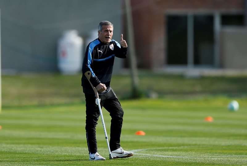 Soccer Football - 2018 World Cup Qualifications - South America - Uruguay Training - Montevideo, Uruguay - October 7, 2017 - Uruguay's head coach Oscar Tabarez during a training session. REUTERS/Andres Stapff